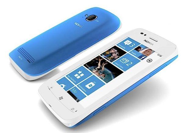 Младший из Lumia - смартфон Nokia Lumia 710